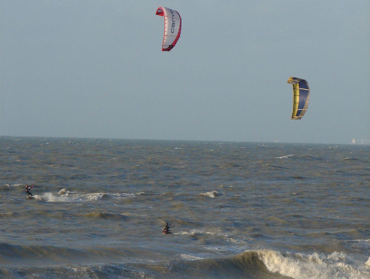 Kitesurfers | © VLIZ, Nathalie De Hauwere
